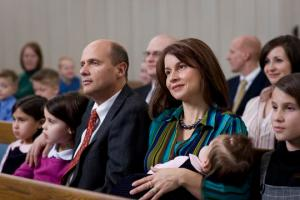 Family_in_church